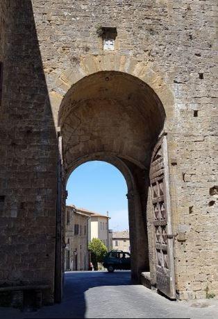 Una passeggiata a Volterra, porta delle Mura medievali