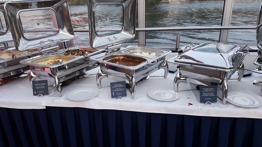 buffet Bomehia Rapsody Prague Boats